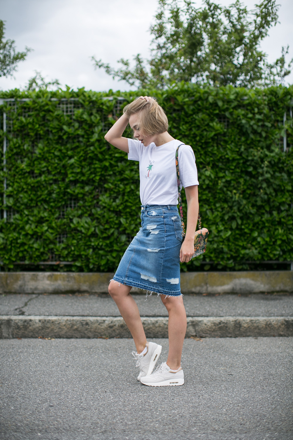 darya kamalova thecablook fashion blogger streetstyle louis vuitton lv palm springs backpack with nike air max trainers italy-16