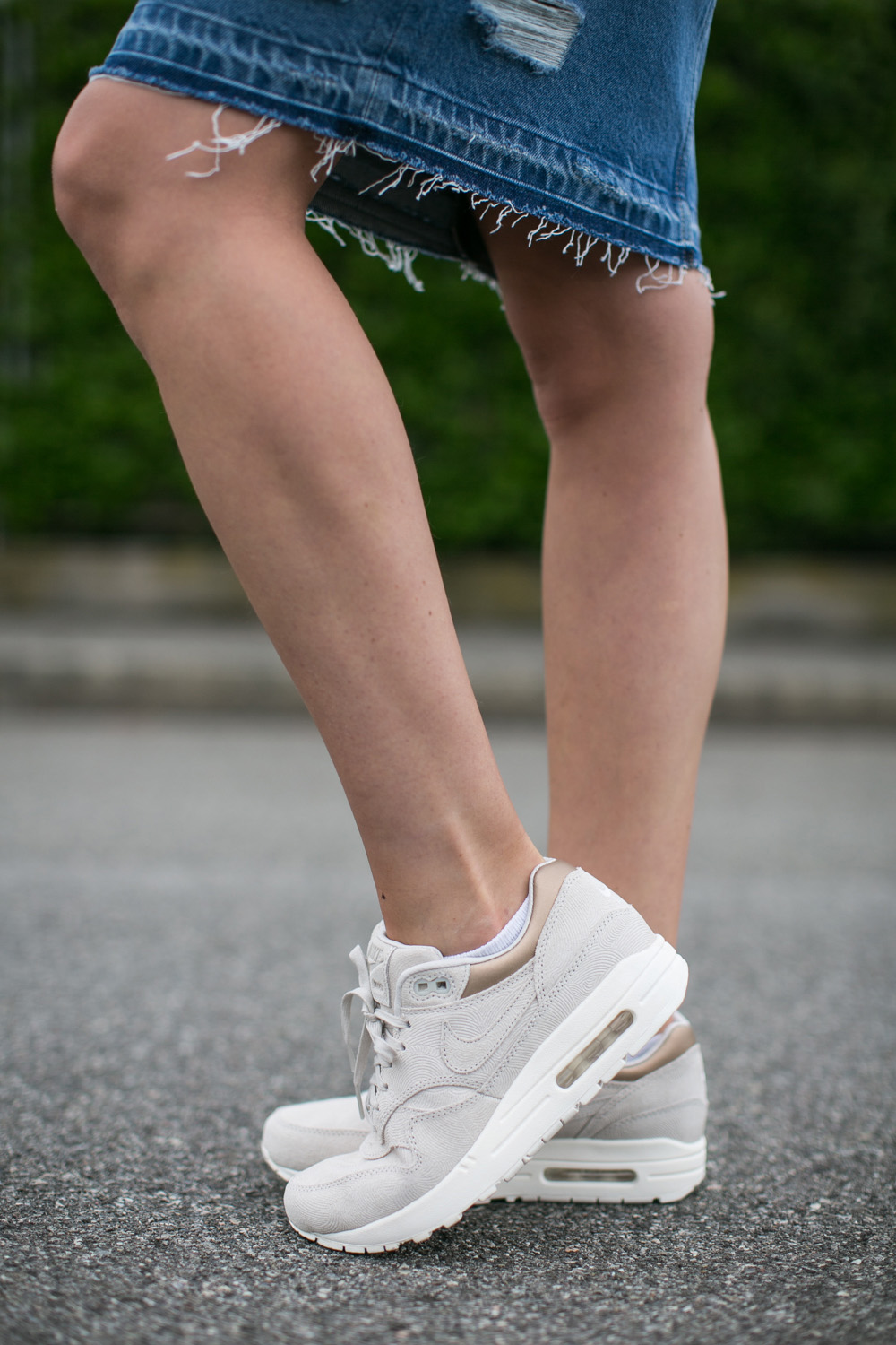 darya kamalova thecablook fashion blogger streetstyle louis vuitton lv palm springs backpack with nike air max trainers italy-18
