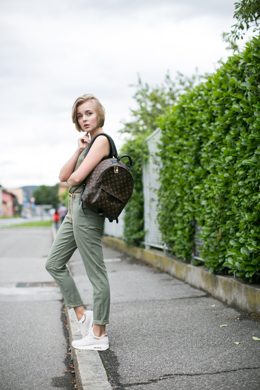 darya kamalova thecablook fashion blogger streetstyle louis vuitton lv palm springs backpack with nike air max trainers italy-54