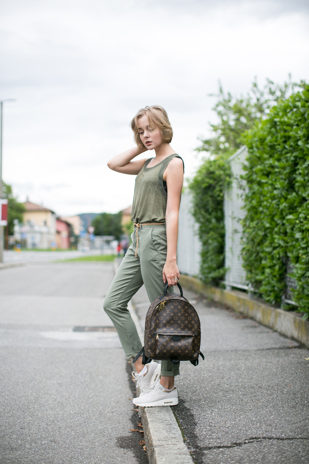 darya kamalova thecablook fashion blogger streetstyle louis vuitton lv palm springs backpack with nike air max trainers italy-57