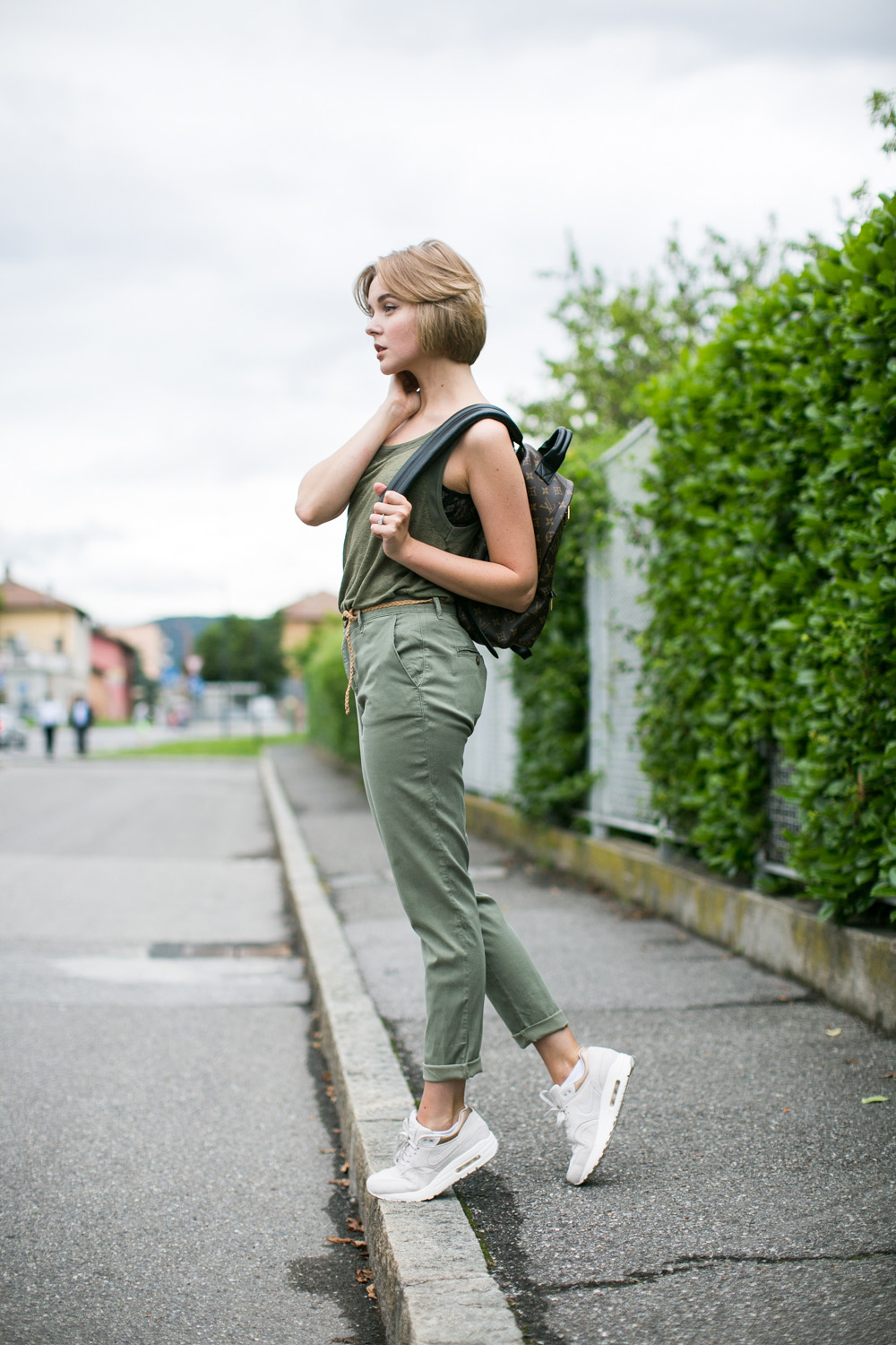 darya kamalova thecablook fashion blogger streetstyle louis vuitton lv palm springs backpack with nike air max trainers italy-65