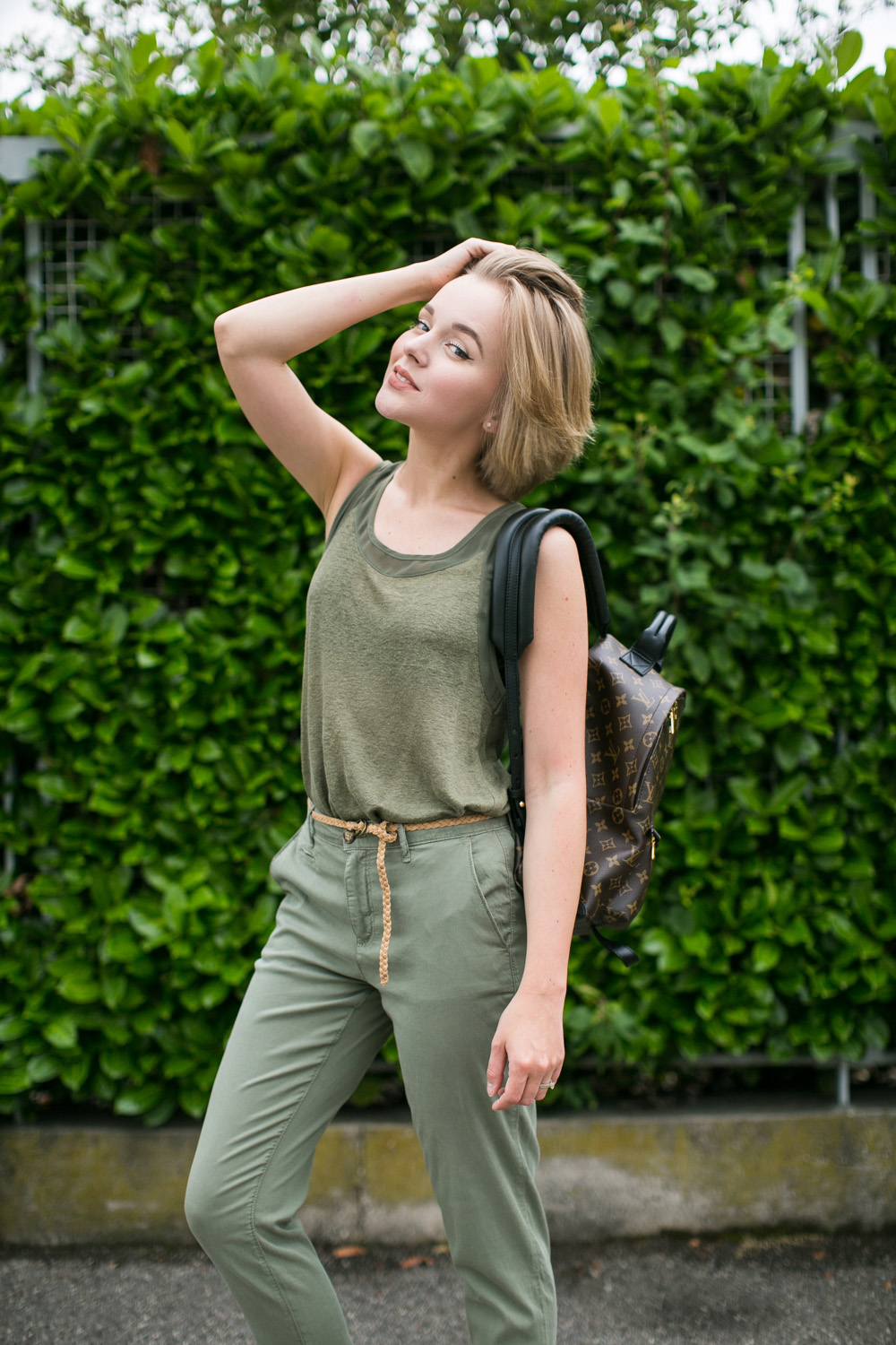 darya kamalova thecablook fashion blogger streetstyle louis vuitton lv palm springs backpack with nike air max trainers italy-68