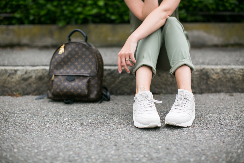 darya kamalova thecablook fashion blogger streetstyle louis vuitton lv palm springs backpack with nike air max trainers italy-76