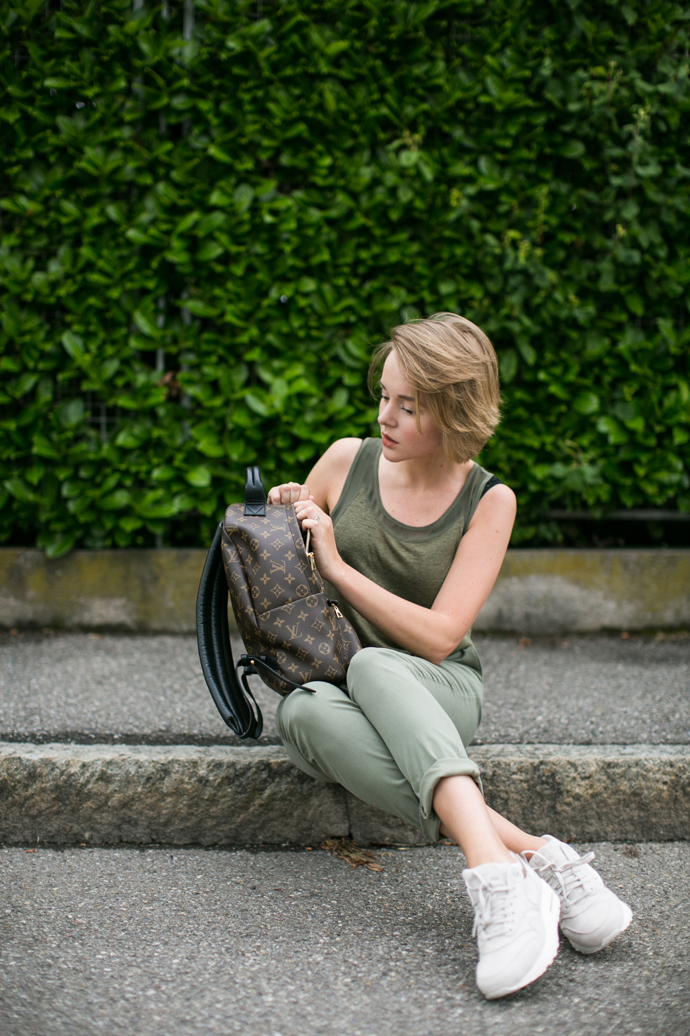 darya kamalova thecablook fashion blogger streetstyle louis vuitton lv palm springs backpack with nike air max trainers italy-79